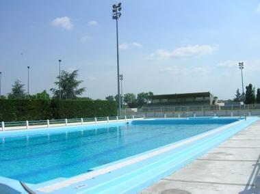 le-grand-bassin-de-la-piscine-a-grenade.-4684-468-0