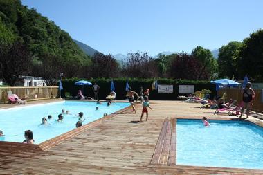 piscine camping pyreneen SALLES ET PRATVIEL
