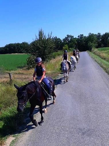randonnee_cheval_enfant_creditharasdefleyres