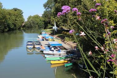 LOIPDL085V504VUM - marais-plaisance-17-location-bateau-embarcadere