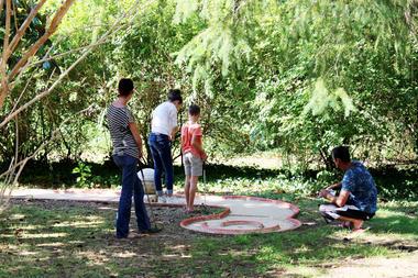 9-Les-Pialades-mini-golf-famille