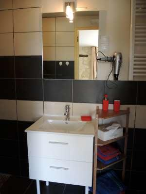 9 salle d'eau chambre 1-400