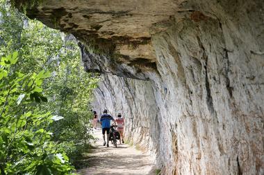 Chemin de halage de Bouziès à Saint-Cirq Lapopie