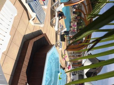 Camping la Sole_Puybrun_espace-piscine
