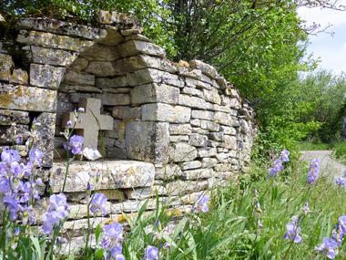 09Beauregard - Calvaire dans la pierre  © Lot Tourisme - C. Sanchez