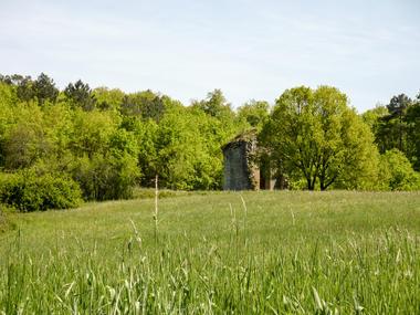 10Lherm - Ruines d'anciennes habitations © Lot Tourisme - C. Sanchez