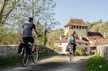 Balade en vélo électrique à Saint-Martin-de-Vers