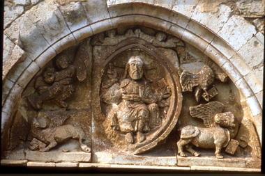 Goujounac : Tympan Eglise Saint-Pierre-ès-Liens