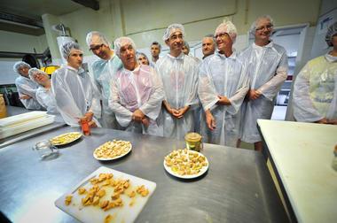 Atelier de préparation du foie gras - Ferme de Roubegeolle Vayrac_06 © Lot Tourisme - C. ORY