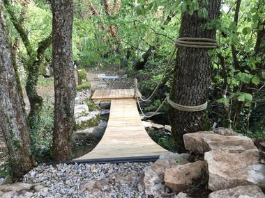 Cabane-Lodge - terrasse - pont-de-singe