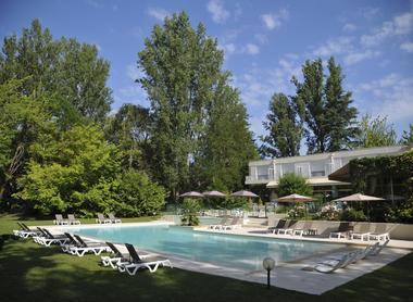 Cajarc Blue Hôtel-piscine-facade-arriere