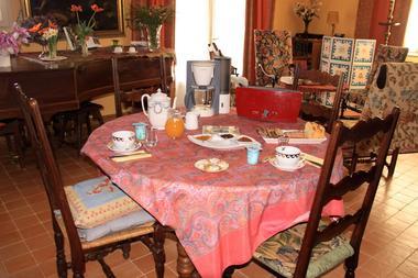 Ch-hotes-FONTMERLE-Altillac-petit-dejeuner