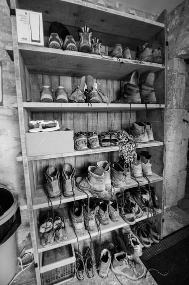 Chaussures au placard - Gîte d'étape Poudally à Lalbenque_02 © Lot Tourisme - C. ORY