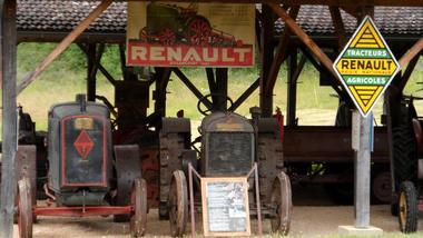 Collectin de tracteurs - Musée de Cuzals © G. Raskin