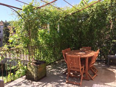 La Terrasse-Carennac-Espace-repas-sur-la-terrasse