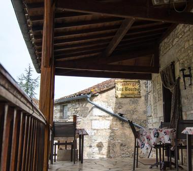 Extérieur du Restaurant Lou Bourdié à Bach ©© Lot Tourisme C. Novello 160414-115746