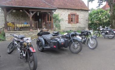 Ferme de Berle-Collonges-motos anciennes