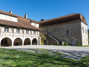 Gite_exterieur - cour du prieuré