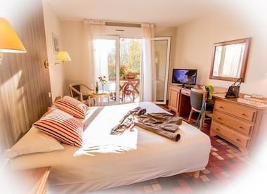 Hôtel les 3 soleils-st jean lespinasse-chambre av terrasse