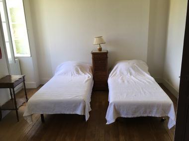 Grande chambre (2 lits 90 jumelables)