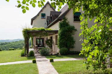 La Villa Touloumo - Mayrac - Jardin et terrasse