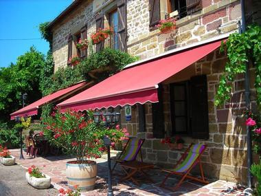 LaDiligenceChHotes-Noailhac_terrasse