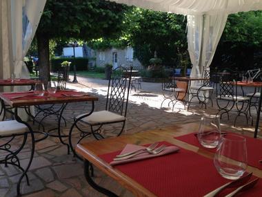 le dîner en terrasse au domaine les falaises