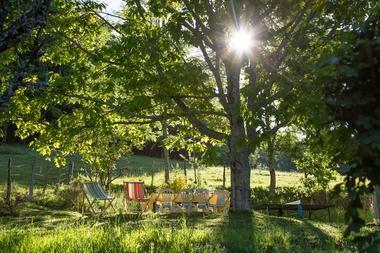 MaisonDesEtoiles-Casastelle-Noailhac_jardinSoleilDuMatin