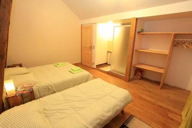 MeubléDUVINAGE-LaChapelleStGeraud_chambre2bis