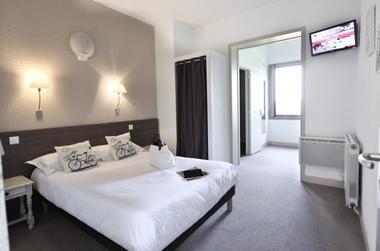 RelaisAmadourien_Chambre double avec accès salle de bains