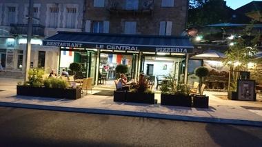 Restaurant Le central - Terrasse de nuit