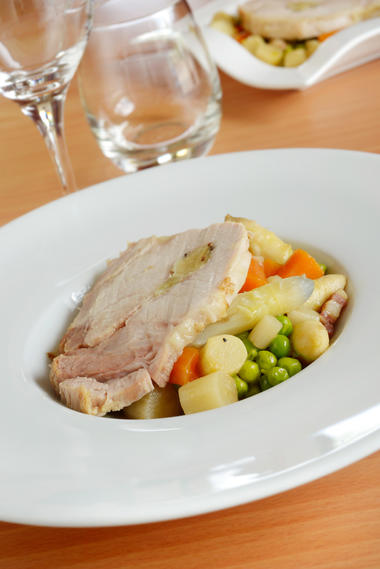 Roti de longe de Porc confite à l'ail et son ragoût d'asperges et petits pois - Restaurant Côté Sud_01