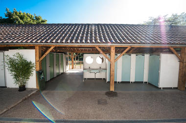 Sanitaires - Camping du Port à Creysse_12 © Lot Tourisme - C. ORY