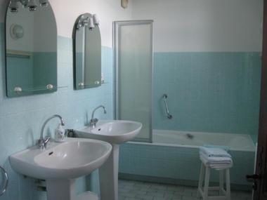 Salle de bain - bas - Le Pradel - Monceaux-sur-Dordogne