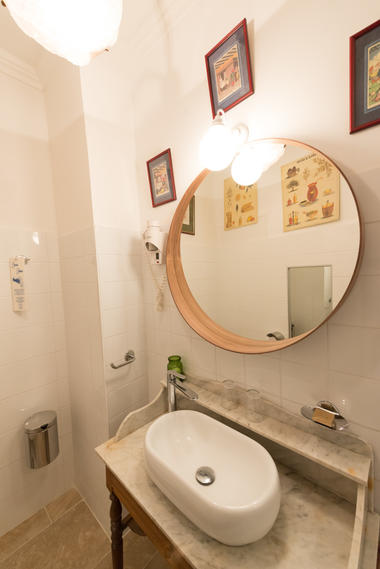 Salle de bain 2 - La Maison des Chanoines - Turenne - Vallée de la Dordogne