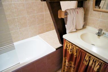 Salle de bain chambre cannelle - le Bout du Roc Alvignac_06_