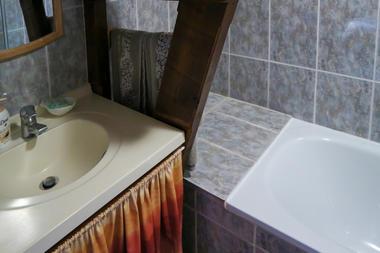 Salle de bain chambre l'Été Indien - le Bout du Roc Alvignac_07_