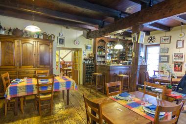 Salle principale Restaurant Lou Bourdié à Bach ©© Lot Tourisme - C. Novello 160414-121329