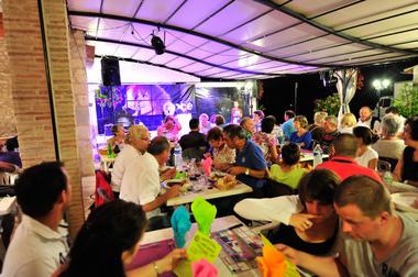 Soirée concert - ferme auberge de la veillée gourmande à Montdoumerc_15 © Lot Tourisme - C. ORY