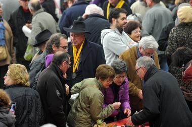 Tractations sur le marché de Cuzance © Lot Tourisme - M. Taburet