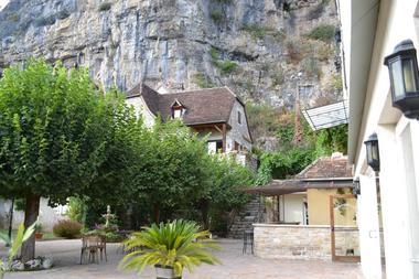 hotel les falaises-gluges martel-falaise