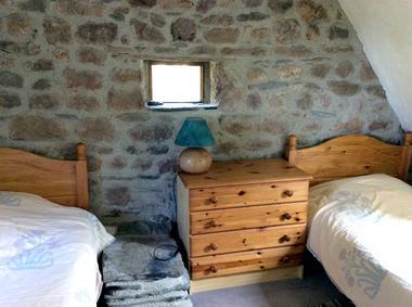 meuble_de_tourisme_Manakee_Fleuret_cottage_chambre2