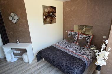Suite Baume chambre design familiale pour 2 à 3 pers avec terrasse et baie vitré