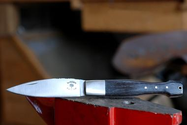 fabrication-artisanale-de-couteaux-en-morta-596270