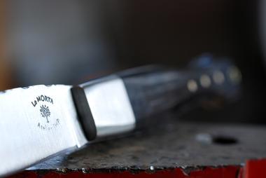 fabrication-artisanale-de-couteaux-en-morta-596271