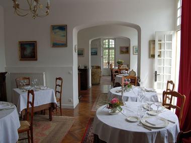 Maison-d-Antan-ENFILADE-DES-TROIS-SALLES-2