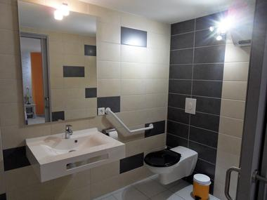 Appartement 1 pour personnes à mobilité réduite -Salle de Bain