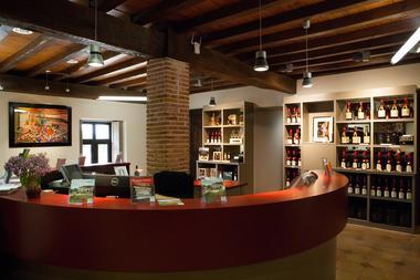 Arthez-d-Armagnac---Producteur-armagnac--Domaine-d-Ognoas---boutique--1-