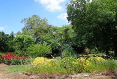 Bizençon - jardin commun aux campeurs