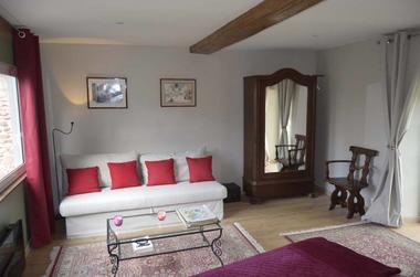 Chambre-Agathe-lit-rouge-2-2